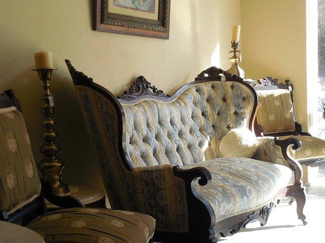 starožitný gauč