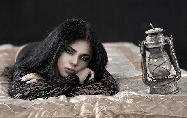 děvče s lampou