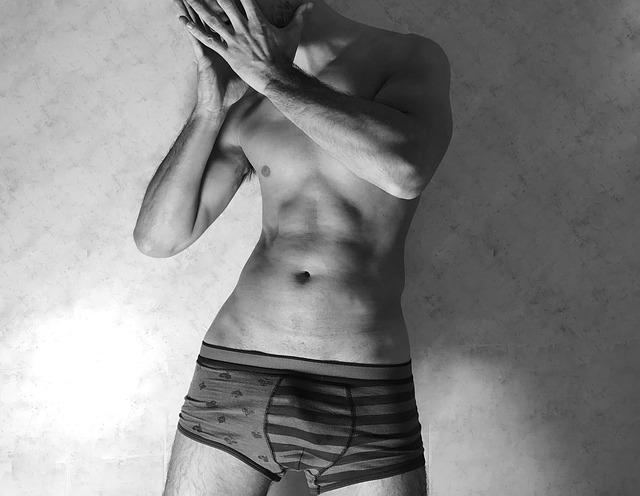 muž v boxerkách