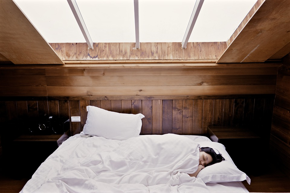spánok, posteľ